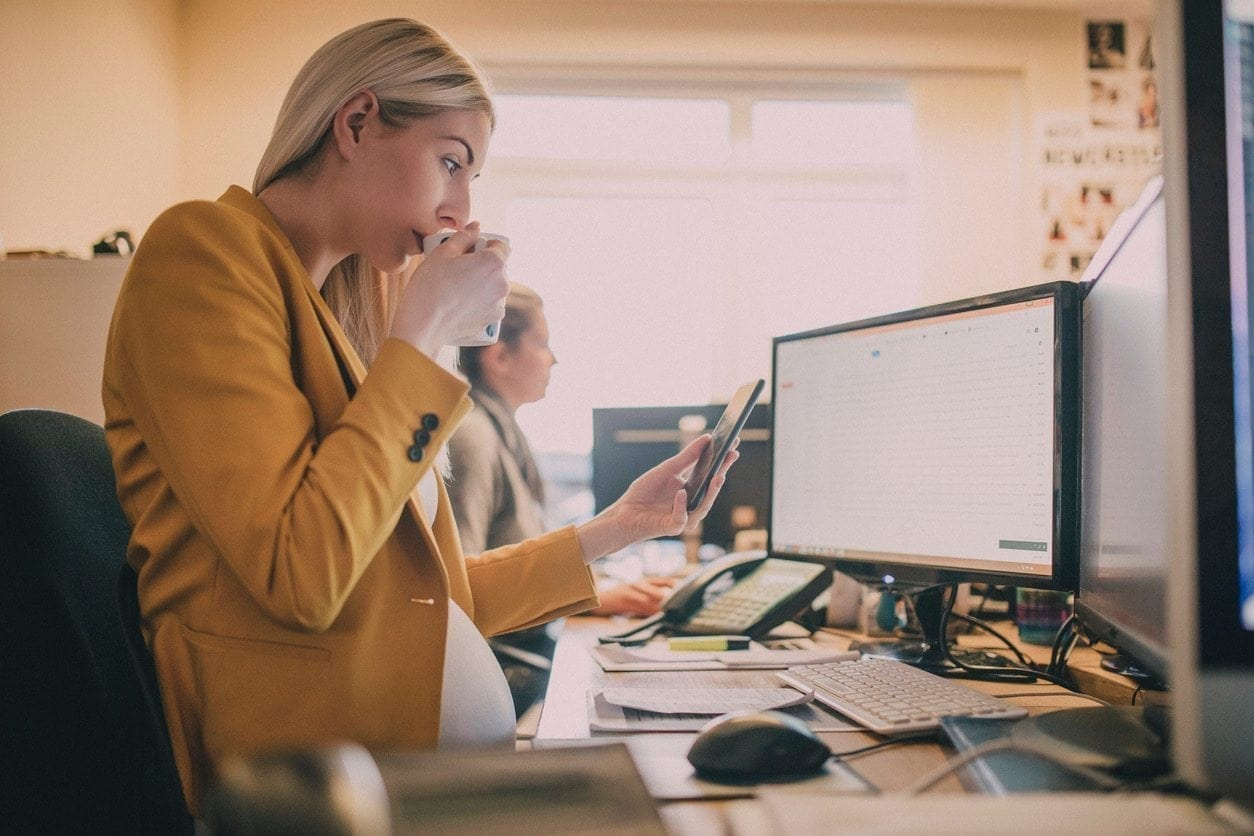 How to Create a More Comfortable Workspace During Pregnancy