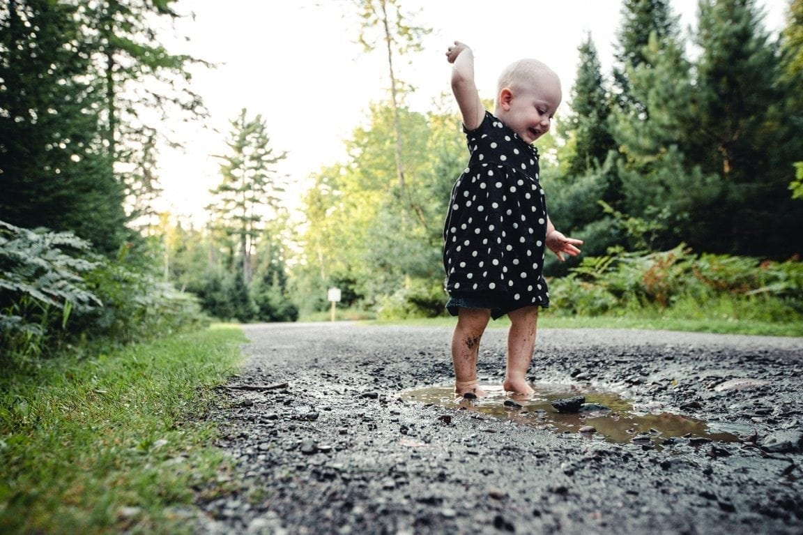 12 Reasons to Let Your Littles Make A Mess Outside | Baby Chick