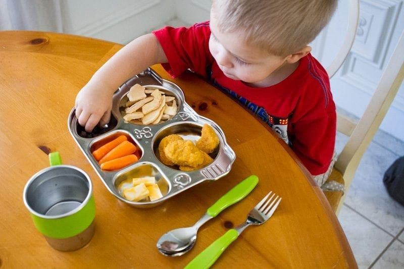 Tips and Tricks for Helping Your Toddler Stay Seated at the Dinner Table | Baby Chick