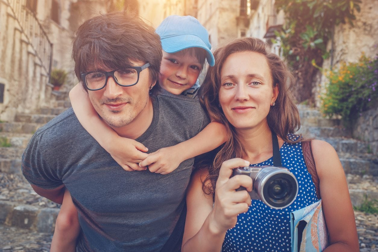 These Photography Secrets Will Help You DIY Professional-Looking Family Photos | Baby Chick