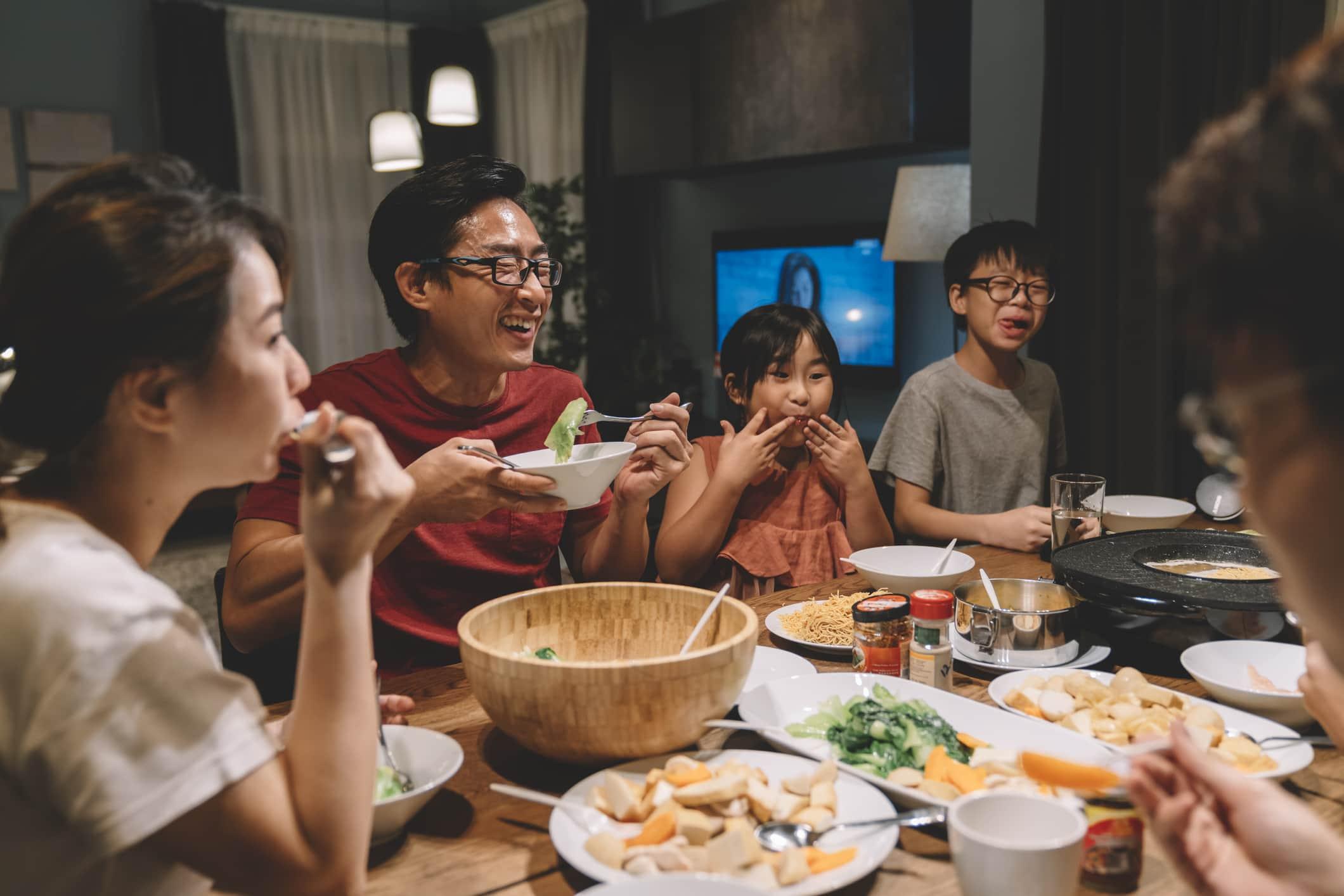 Các chủ đề về bữa tối ngon miệng: Cách để con bạn nói chuyện